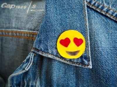 How to make a pin badge. Diy Heart Eyes Emoji Pin - Step 4