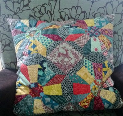 How to sew a patchwork cushion. Cartwheels Epp Block - Step 3