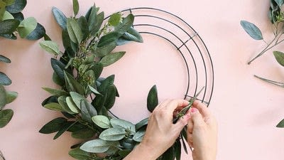 How to make a floral wreath. How To Make A Wreath - Step 3