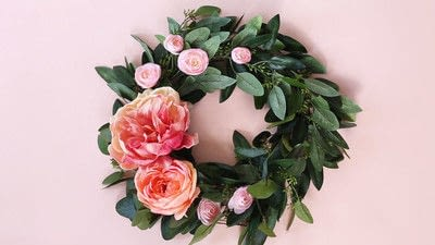 How to make a floral wreath. How To Make A Wreath - Step 5