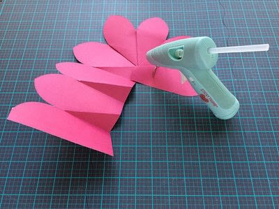 How to make a paper flower. Giant Paper Flowers For A Moana Party - Step 2