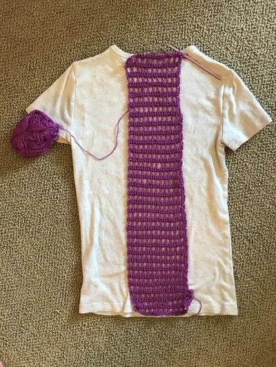 How to make a revamped t-shirt. Tee Crochet Inlay - Step 3