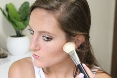 How to create a natural eye makeup. 5 Minute Fresh Makeup - Step 3