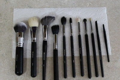 How to create a makeup look. Cleaning Makeup Brushes - Step 5