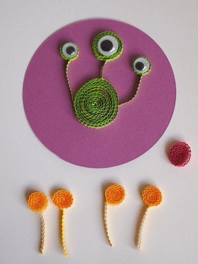 How to make a quilled greetings card. Paper Quilled Alien - Step 3