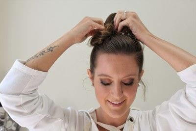 How to style a messy bun. Messy Bun - Step 4