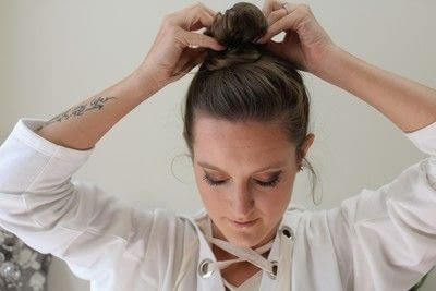 How to style a messy bun. Messy Bun - Step 5