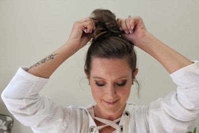 How to style a messy bun. Messy Bun - Step 6