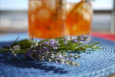 How to mix a champagne cocktail. Summer Punch With Bourbon, Bubbles, And Lavender - Step 2