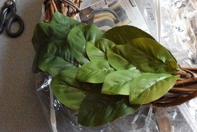 How to make a wreath. Diy Magnolia Leaf Wreath - Step 4