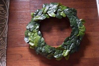 How to make a wreath. Diy Magnolia Leaf Wreath - Step 5