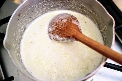 How to bake a custard tart. Peach & Raspberry Custard Tart - Step 3
