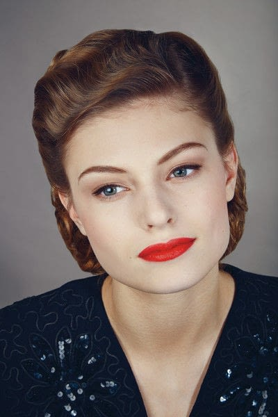 How to create a pin-up makeup look. 1940's Look - Step 10