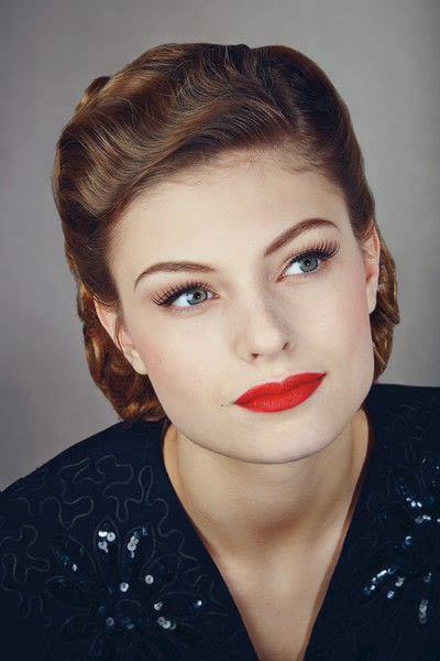How to create a pin-up makeup look. 1940's Look - Step 11