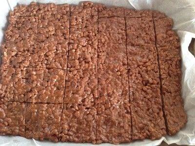 How to bake a bar / slice. Muddy Buddies  - Step 3