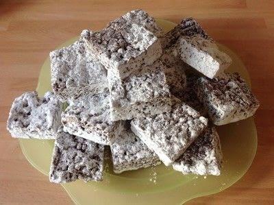 How to bake a bar / slice. Muddy Buddies  - Step 4