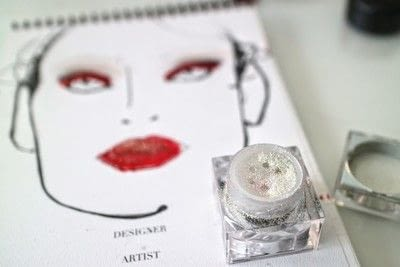 How to create a red eye makeup look. Moulin Rouge Make Up - Step 7