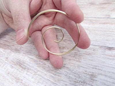 How to make a hoop earring. Embellished Wire Spiral Hoop Earrings - Step 4