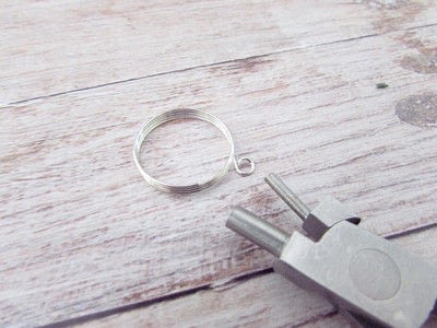 How to make a wire ring. Whimsical Memory Wire Ring - Step 1