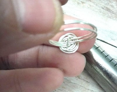 How to make a wire swirl ring. Super Quick Wire Spiral Ring - Step 5