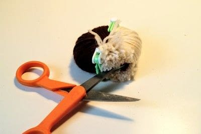 How to make a pom poms. Princess Leia Pom Pom - Step 8