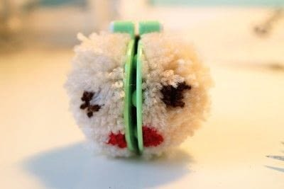 How to make a pom poms. Princess Leia Pom Pom - Step 9