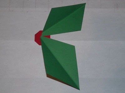 How to make a garland. Easy Paper Holiday Garland : Holly - Step 8