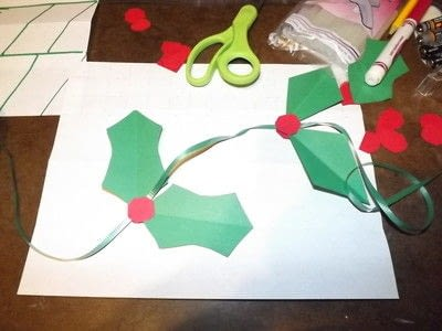 How to make a garland. Easy Paper Holiday Garland : Holly - Step 12