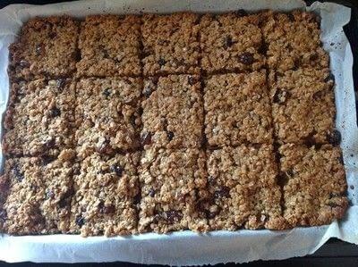 How to bake a flapjack. Christmas Mincemeat Flapjacks  - Step 5