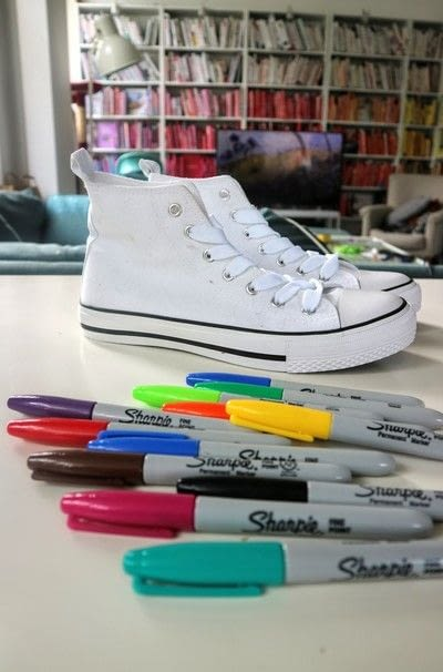 How to paint a pair of painted shoes. Galaxy Converse - Step 1