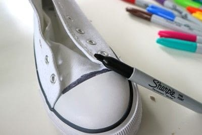How to paint a pair of painted shoes. Galaxy Converse - Step 2