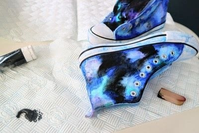 How to paint a pair of painted shoes. Galaxy Converse - Step 11