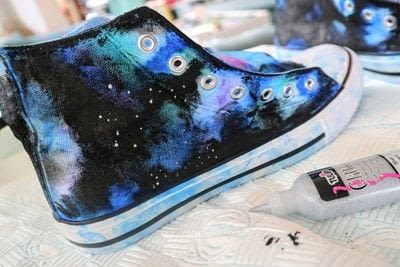 How to paint a pair of painted shoes. Galaxy Converse - Step 13
