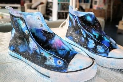 How to paint a pair of painted shoes. Galaxy Converse - Step 14