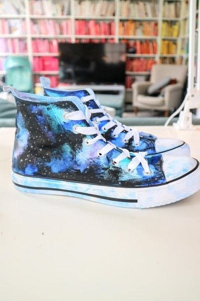 How to paint a pair of painted shoes. Galaxy Converse - Step 15