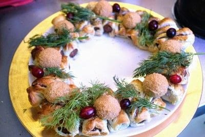 How to cook a sausage roll. Quorn Sausage Roll Wreath - Step 11