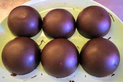 How to make a chocolate pudding. Christmas Pudding Mousse Bombe - Step 3