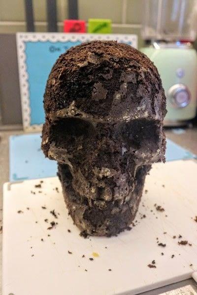 How to bake a red velvet cake. Black Velvet Skull Cake - Step 4