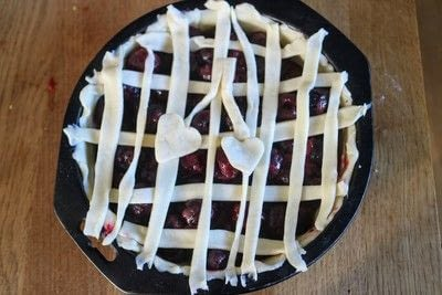 How to bake a berry pie. Twin Peaks Cherry Pie - Step 6