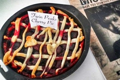How to bake a berry pie. Twin Peaks Cherry Pie - Step 7