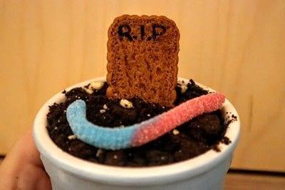 How to make ice cream. Graveyard Ice Cream - Step 5