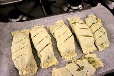 How to bake a pie. Chicken Pesto Pockets - Step 6