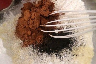 How to bake a macaron. Coal Macarons - Step 1