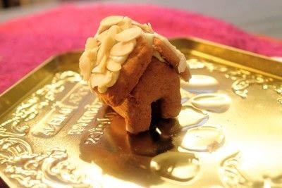 How to bake a gingerbread cookie. Mini Gingerbread Houses - Step 17