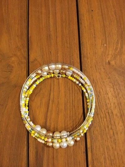 How to make a memory wire bracelet. Seed Bead Memory Wire Bracelet - Step 4