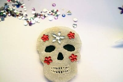 How to make a shrink plastic brooch. Sugar Skull Brooch - Step 8