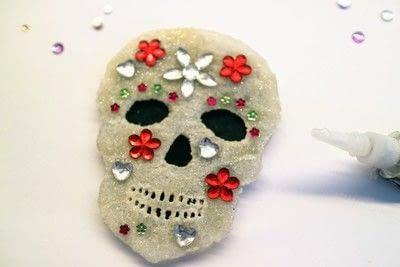 How to make a shrink plastic brooch. Sugar Skull Brooch - Step 9