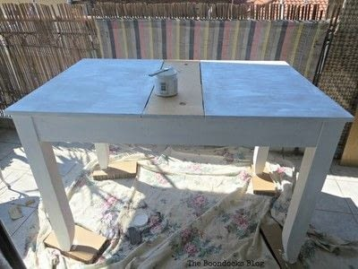 How to make a painted table. Upcycling An Old Laminate Table With Gel Stain - Step 2