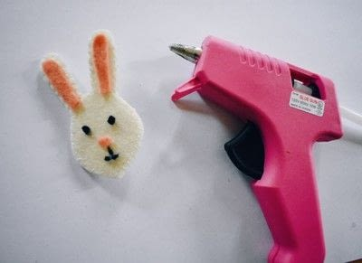 How to felt a felted brooch. Felt Bunny Pin - Step 5