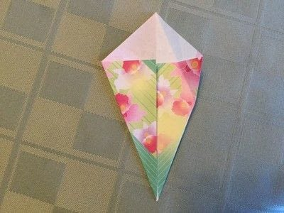 How to fold an origami shape. Origami Compass Star - Step 4